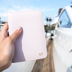 Bonjour Monaco  @isolinafedel shows us her pink passport holder with her initials in gold. Get yours at www.deriwe.com ✈️ Link in bio! #deriwe