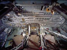 O interior do módulo de comando da Apollo 11, Columbia, que foi controlado pelo piloto do módulo de comando Michael Collins.