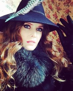 Rebecca Mader (bexmader):  Happy #onceuponatime day #mypretties I hope you enjoy the show tonight. It's a wicked one! #staywicked #zelena