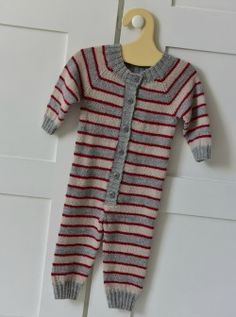 Tekstiiliteollisuus - teetee Helmi Baby Knitting, Free Pattern, Baby Kids, Knitting Patterns, Helmet, Short Sleeve Dresses, Beige, Children, Crochet