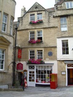 World famous Sally Lunn's Tea shop & restaurant Bath,England.One of the oldest houses in Bath,home of  orignal Bath Bunn.House stands on  old Roman site c200 AD & Mediaeval Abbey kitchen c 1150.Present Tudor building erected 1480 & given stone facade in 1720s.Sally Lunn,a young French refugee,arrived over 300 years ago & found work at what is now known as Sally Lunn's House & began to bake a rich round,bread now known as the Sally Lunn Bun.Bun became very popular delicacy in Georgian…