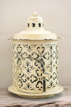 This is the exact type of lantern I am looking for for my yard.