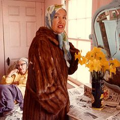 grey gardens, edith and edie bouvier beale- one of the Strangest documentaries I ever watched Edith Bouvier Beale, Grey Gardens Documentary, Edie Beale, Gray Gardens, Familia Kennedy, Caroline Kennedy, Jfk Jr, Cool Costumes, Style Icons