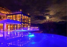 Www.ferienhotel.at #wellness hotel #austria #schweiz #skypool #vorarlberg #montain #berg #skypool Hotel Austria, Berg, Wellness, Mansions, House Styles, Home Decor, Switzerland, Decoration Home, Manor Houses