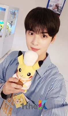 """ASTRO's Cha Eun Woo isn't called """"The Visual God"""" for no reason. He's so good looking that every photo deserves a look twice over! Cha Eun Woo, Jinjin Astro, Cha Eunwoo Astro, Ideal Boyfriend, Lee Dong Min, Astro Fandom Name, Prince, Sanha, Rare Pictures"""