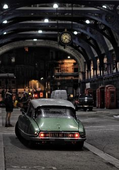 The classic Citroen DS was placed in the Car of the Century competition. It was also named the most beautiful car of all time by Classic & Sports Carmagazine af Manx, Camaro Auto, Smithfield Market, Classy Cars, Truck Wheels, Cabriolet, Mercedes Benz Cars, France, Car Photos