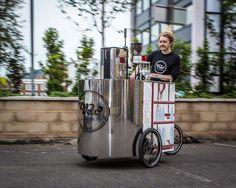 Velopresso. Мобильный эспрессо бар.  Студенты факультета промышленного дизайна Лондонского Королевского колледжа искусств объединили две своих страсти – кофе и катание на велосипеде,  чтобы создать Velopresso, мобильный эспрессо бар, работающий без электричества, путем нажатия на педали.   http://theloom.ru/places/baryi/velopresso-mobilnyiy-espresso-bar/