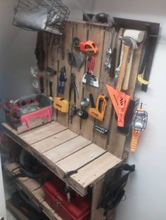 Tool organization. Only 3 pallets needed. :)