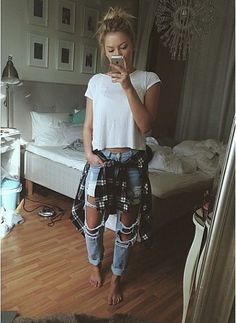 Boyfriend jeans with simple tshirt with tied around the waist