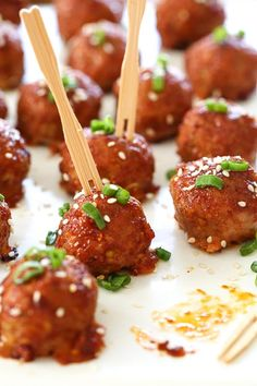 These Asian inspired turkey meatballs are seasoned with ginger and spices and finished with asweet and spicy,gochujang glaze. Great as an appetizer or serve them with brown rice to make them a meal. Ww Recipes, Turkey Recipes, Asian Recipes, Dinner Recipes, Cooking Recipes, Healthy Recipes, Ethnic Recipes, Skinnytaste Recipes, Healthy Appetizers
