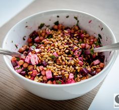 Rote Beete Salat mit Kichererbsen Beetroot salad with chickpeas – perfect side dish or to enjoy with fresh bread Veg Recipes, Salad Recipes, Vegetarian Recipes, Healthy Recipes, Beet Salad, Beetroot, Superfood, Food Inspiration, Love Food
