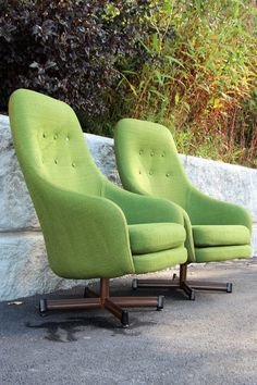 A striking and comfortable pair of High Back Swivel Lounge Chairs by Viko Baumritter. Done in original lime green tweed! Egg Chair, Swivel Chair, Club Chairs, Lounge Chairs, Mid Century Modern Furniture, Modern Materials, Living Room Chairs, Floor Chair, Seat Cushions