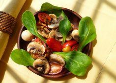 Salada de cogumelo com vagem e tomate