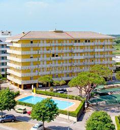 Itálie Benátsko, Caorle - Porto Santa Margherita, Condominio La Zattera. Jednoduché apartmány, residence s bazénem, blízko pláže, výtah, parkoviště. Pobyt u moře, levná dovolená, prázdniny s dětmi, ubytování pro nenáročné. Multi Story Building, Saints
