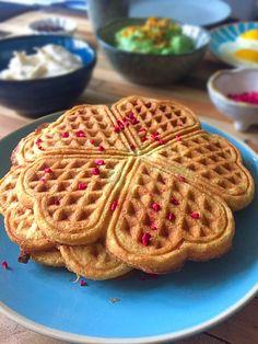 Kokosvafler - uden gluten, mel og mælk - LCHF og paleo --> Madbanditten.dk Dairy Free, Gluten Free, Eating Eggs, Diabetic Desserts, Brunch, Food And Drink, Yummy Food, Baking, Breakfast
