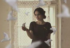 vrouw-papieren-vogels