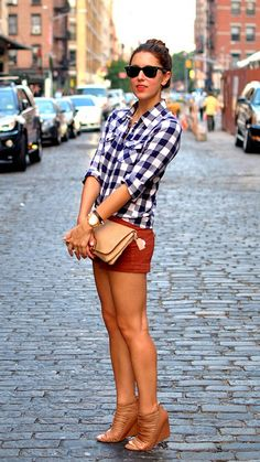 love the rust colored shorts with the plaid shirt - and I'm not usually one for high heels, but these wedges are cute with this outfit Estilo Fashion, Look Fashion, Womens Fashion, Sweet Fashion, Fall Fashion, Summer Outfits, Casual Outfits, Cute Outfits, Short Outfits