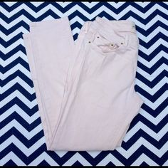 Zara Premium Denim Cream Fitted Used in Excellent Condition/ No Trades No PayPal / Size 6/ fitted at the ankle Zara Jeans