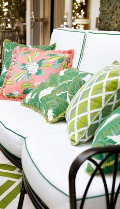 Celebrating the spirit of the area for which it was named, our Wilshire Seating welcomes you with elegance and exuberance. The dynamic series of arches is reminiscent of art deco rattan furniture, yet is made of solid cast aluminum. Home Decor Trends, Traditional Decor, New Interior Design, Decor, Tropical Home Decor, Trending Decor, Home, Home Decor, Interior Decorating Styles