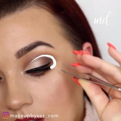 Because we love how creative one can get with eye makeup! The post SOFT EYE MAKEUP LOOK appeared first on makeup. Soft Eye Makeup, Makeup Eye Looks, Dramatic Eye Makeup, Eye Makeup Steps, Eye Makeup Art, Hooded Eye Makeup, Colorful Eye Makeup, Makeup For Green Eyes, Blue Eye Makeup
