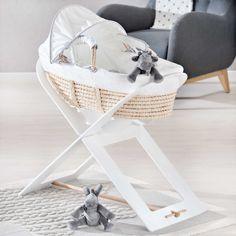 Le joli couffin souple de la collection Poudre d'étoiles par Noukie's permettra à bébé de s'endormir paisiblement, entouré de douceur.