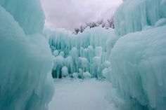 Discover Ice Castles in Lincoln, New Hampshire: What if we could make dribble castles out of ice? In Lincoln, New Hampshire, they can. Ice Castles New Hampshire, Lincoln New Hampshire, Landscape Photography, Art Photography, Kung Lao, Castle Project, Great America, Mileena, Heaven On Earth