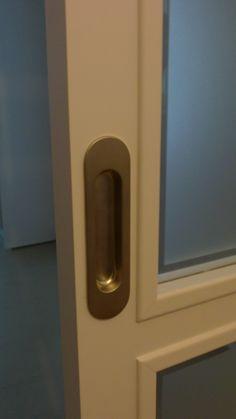 Condena en puerta corredera detalles pinterest for Tirador puerta corredera