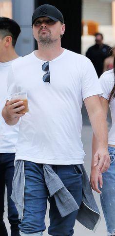 Leonardo Dicaprio, Actors, Mens Tops, T Shirt, Fashion, Supreme T Shirt, Moda, Tee Shirt, Fashion Styles