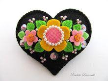 *FELT ART ~ black heart pin