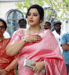 The best red saree collection! Indian Silk Sarees, Indian Beauty Saree, Fancy Blouse Designs, Saree Blouse Designs, Prity Girl, Saree Jewellery, Wedding Silk Saree, Kanjivaram Sarees, Girls In Panties
