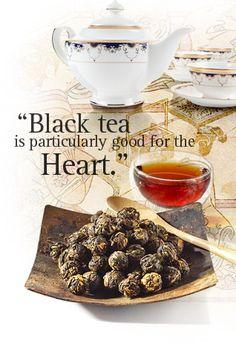 Schwarzer Tee hilft bei mir von innen und außen. Den Tee trinke ich regelmäßig und mit den Teeblättern aus den Teebeuteln kann man anschließend tolle Masken, Peelings und ähnliches machen.