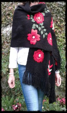 Hand Embroidery Art, Flower Embroidery Designs, Embroidery Suits Punjabi, Embroidered Clothes, Freeform Crochet, Shawl, Winter Outfits, Casual Dresses, Sewing