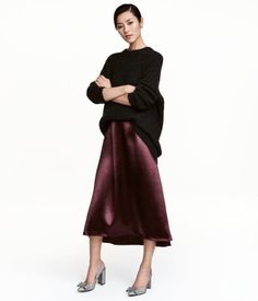 Plum. Calf-length, A-line skirt in satin with a sheen. Concealed side zip. Unlined.
