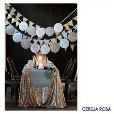 Fazer uma festa de ano novo bonita e gastar pouco pode ser muito simples: aposte nos enfeites feitos à mão, assim você garante que a decoração ficará com a sua cara e ainda economizará, começando 2017 com um dinheirinho a mais! Gostou da ideia? #Dica #CerejaRosa