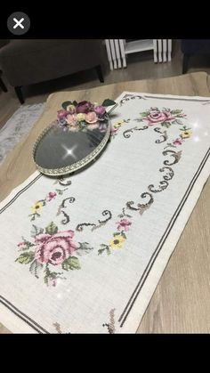 İşleme Moda Emo, Bargello, Table Runners, Cross Stitch, Embroidery, Salons, Roses, Paths, Simple Eye Makeup