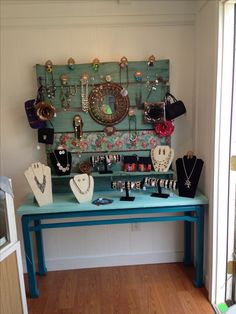 pallet jewelry display