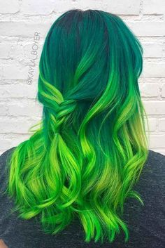 30 Sexy Green Hair Ideas To Try Captivating Ideas for Green Hair That Will Inspire You To Take The P Vivid Hair Color, Green Hair Colors, Color Your Hair, Hair Dye Colors, Cool Hair Color, Green Hair Ombre, Bright Hair Colors, Lilac Hair, Green Nails