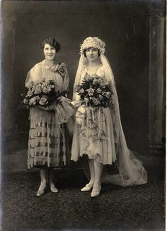 Portrait of Koreshan Imogene Evelyn Bubbett Rahn and bride Edla Keck (ca. 1913).   Florida Memory