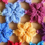 links to several crocheted flower patterns