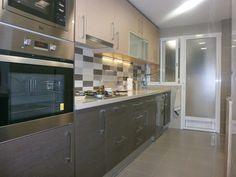 Una sobria cocina de diseño intemporal en dos tonos - Cocinas con estilo