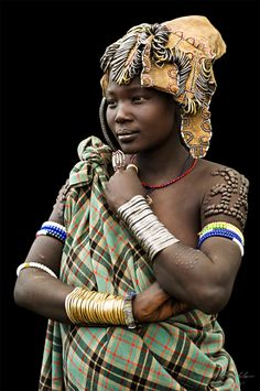 "Young girl from the Mursi Tribe, Omo Valley, Ethiopia. By Pit Buehler I wonder if the dots on her left arm are adornment ""glued"" on or scarification. Either way I love the portrait! African Life, African Culture, African Women, Black Is Beautiful, Beautiful People, Mursi Tribe, Africa People, Tribal People, Beauty Around The World"
