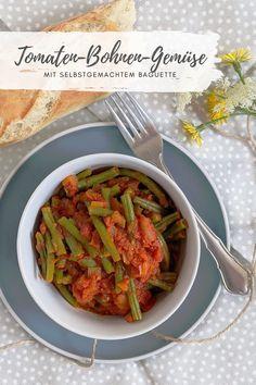 Bohnen Rezept: Tomaten Bohnen Gemüse schmeckt nicht nur, wenn man sich im Baguette selber machen probiert hat. Auch als Beilage oder kalt als Bohnensalat ist es sehr lecker.