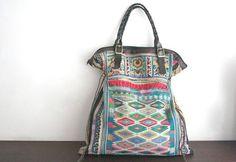 Pour les fêtes de Noël , voilà des idées cadeau Noël femme des sacs à main et des accessoires de mode fait main artisanal. Un sac pas cher et original.