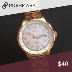 Ladies watch Fossil rose gold watch, perfect working condition, minor fading on wristband and just needs to be buffed! Fossil Accessories Watches
