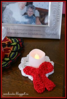 Holiday Candle Holder, Christmas Tree Ornament and Wreath Brooch with Bow http://oombawkadesigncrochet.com/2013/12/free-holiday-crochet-pattern-candle.html