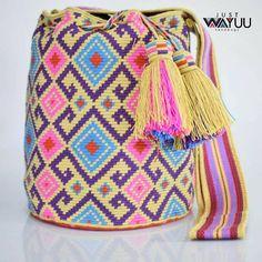 23 отметок «Нравится», 1 комментариев — Just Wayuu (@just.wayuu) в Instagram: «Handcrafted handbags made by indigenous wayuu in the north of Colombia. Worldwide shipping – envíos…» Crotchet Bags, Knitted Bags, Wiggly Crochet, Mochila Crochet, Tapestry Crochet Patterns, Tapestry Bag, How To Make Handbags, Crochet Purses, Clutch