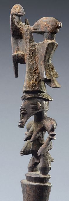 Senufo ceremonial staff. Height: 90,5 cm. Photo by Ferry Herrebrugh. Image courtesy of Rutger & Irene der Kinderen, The Netherlands.