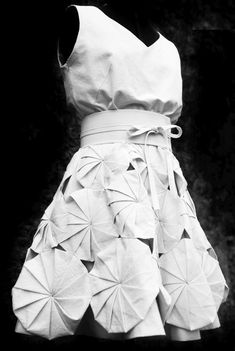 ★ Soulful White ★ Origami Dress - fabric manipulation for fashion using folded fabric shapes to create dimensional patterns; Paper Fashion, Origami Fashion, Fashion Fabric, Fashion Art, Fashion Design, Fashion Ideas, Look Fashion, Fashion Details, Fashion Show