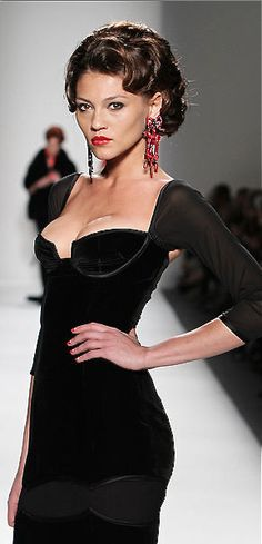 Gorgeous cocktail dress by Zang Toi. Would be great with a Gabriella Wimmer clutch!   jaglady