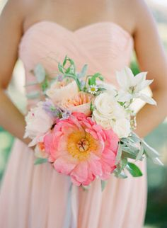 I love the look of one way bigger flower in a bouquet! My wedding bouquet! Fall Wedding Dresses, Wedding Bouquets, Wedding Flowers, Spring Wedding, Wedding Peach, Gold Wedding, Rustic Wedding, Ethereal Wedding, Pink Garden